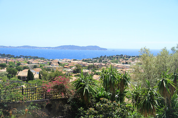 property in Carqueiranne with panoramic sea view , big land with house with 4 bedrooms