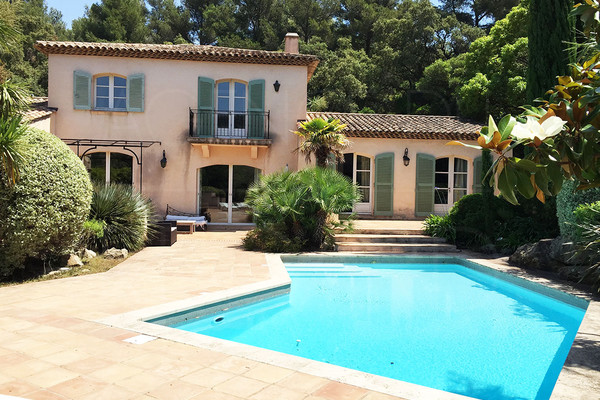 house for sale with 4 bedrooms in cap bénat , buy house in private domain with swimming pool , 300m by walk from the sea