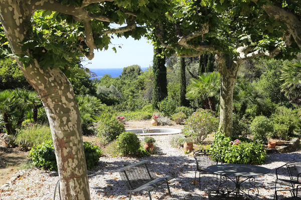 property for sale in le pradet with sea view , bastide with 7 bedrooms, parc with swimming pool , besch and village by steps , var , cote d'azur