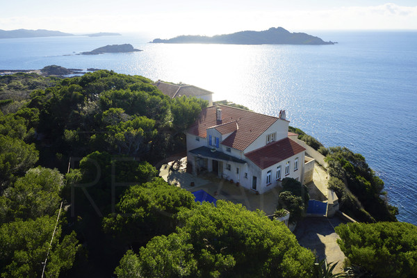 Waterfront property in Giens , house with panoramic seaview in Giens , pool , private access to the sea , 3 bedrooms , var, private domain