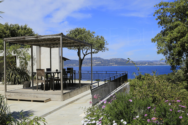 property  in giens / var / cote d'azur / panoramic seaview / 3 bedrooms / 200 m to walk to the sea  / big terrace