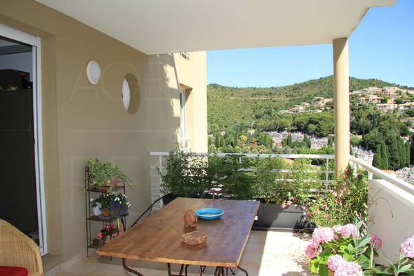 apartment for sale / var cote d'azur / hyeres / 3 bedrooms / swimming pool